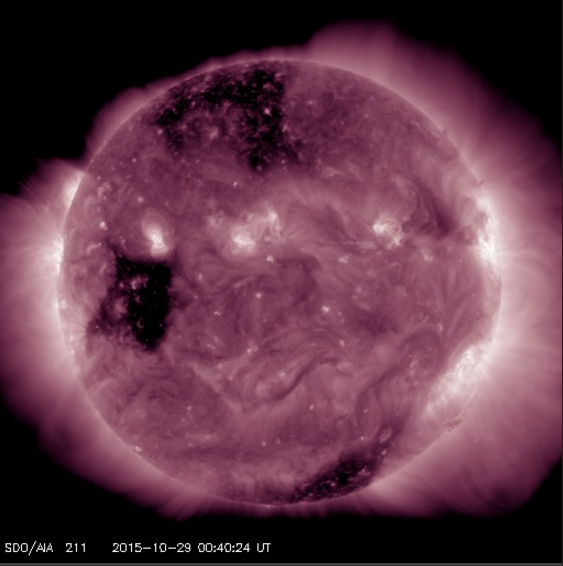 Big coronal hole on the Solar equator may produce aurora Nov 1-3